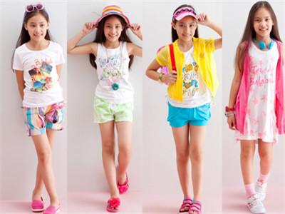 正值服装换季打折卖,如何科学选购童装产品